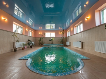 A swimming pool with a Finnish sauna is also located on the ground floor.